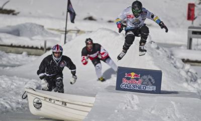 Training mal anders: Red Bull Crashed Ice Athleten auf dem Mississippi.