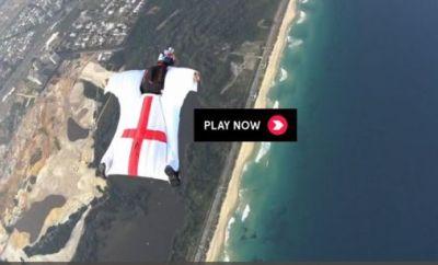 Mit dem Wingsuit über Rio de Janeiro.